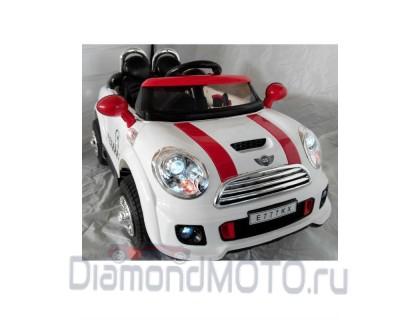 Электромобиль Rivertoys E777KX белый